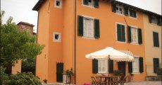 Visit Bed and Breakfast Lucca Fora's page in Lunata